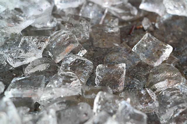 ice-cubes-1194502_640
