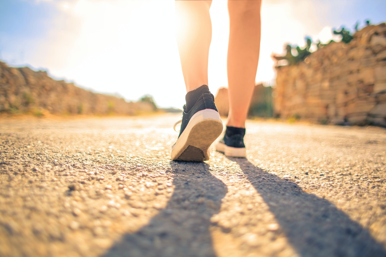 20 Amazing Benefits of Walking 4 Miles a Day